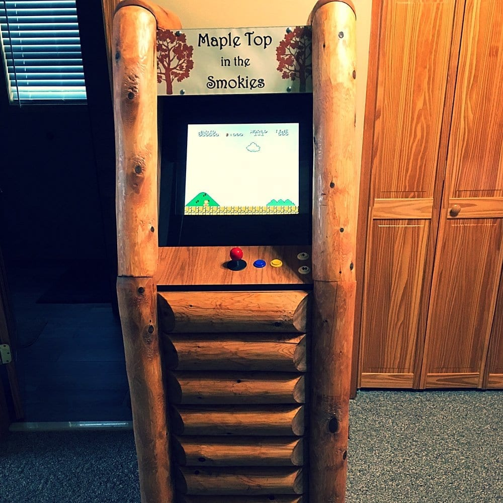 Upright Log Arcade Roomscene